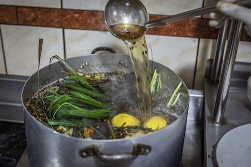 emoliente being made in Peru